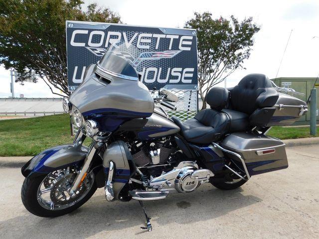 2017 Harley-Davidson CVO Ultra Limited FLHTKSE Screaming Eagle 10k in Dallas, Texas 75220