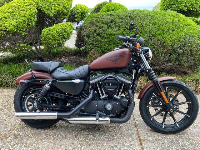 2017 Harley-Davidson Iron 883 XL883N in McKinney, TX 75070