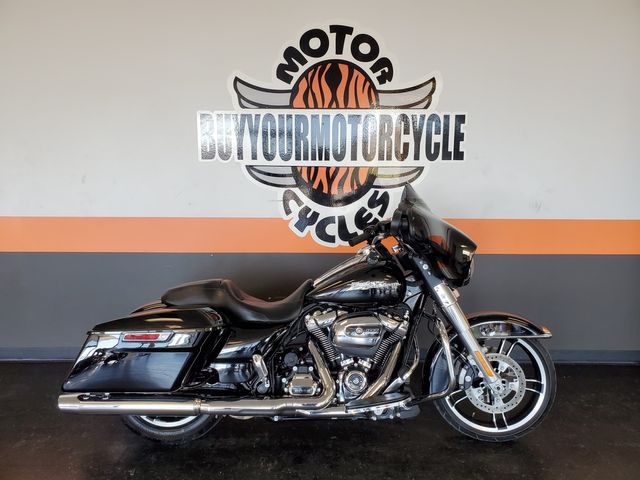 2017 Harley-Davidson Street Glide® Base in Fort Worth , Texas 76111