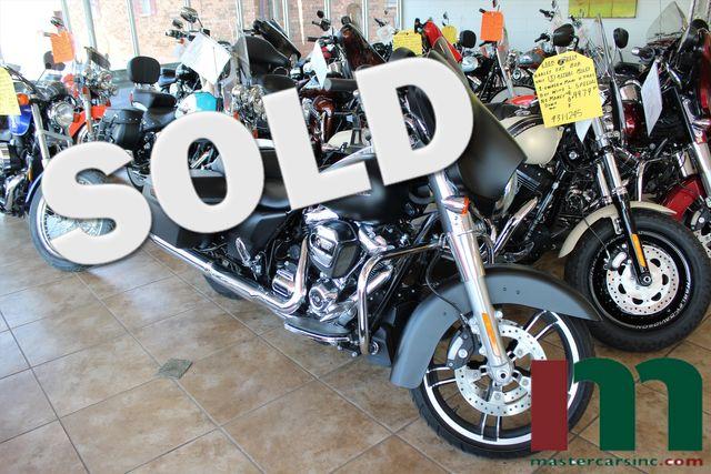 2017 Harley-Davidson Street Glide® Milwaukee Eight | Granite City, Illinois | MasterCars Company Inc. in Granite City Illinois