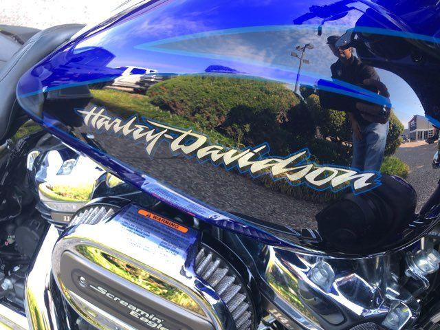 2017 Harley-Davidson CVO Street Glide CVO™ Street Glide® in McKinney, TX 75070
