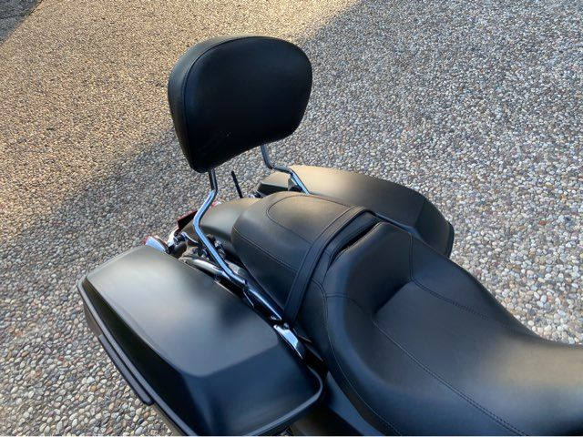 2017 Harley-Davidson Street Glide in McKinney, TX 75070