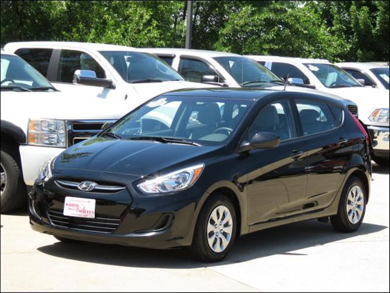 2017 Hyundai Accent Se Hatchback Ultra Black Plearl Only 9000 Miles