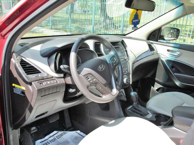 2017 Hyundai Santa Fe SE Miami, Florida 12