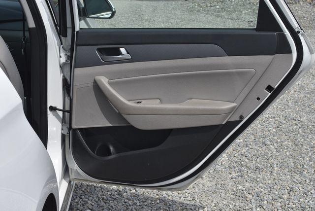 2017 Hyundai Sonata Hybrid SE Naugatuck, Connecticut 11