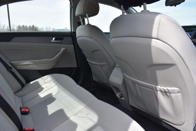2017 Hyundai Sonata Hybrid SE Naugatuck, Connecticut 12