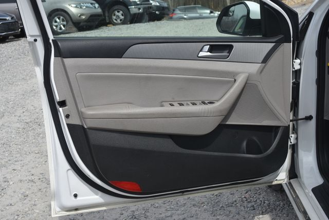 2017 Hyundai Sonata Hybrid SE Naugatuck, Connecticut 18