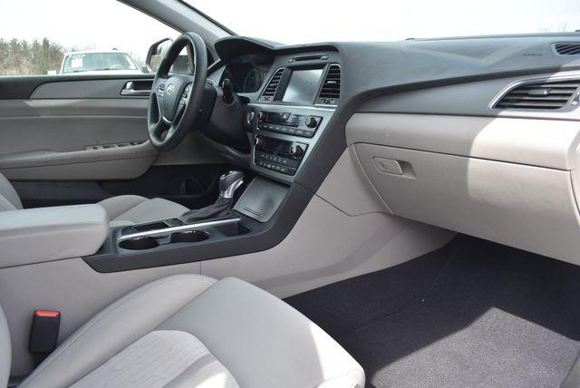 2017 Hyundai Sonata Hybrid SE Naugatuck, Connecticut 8