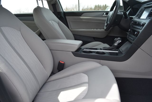 2017 Hyundai Sonata Hybrid SE Naugatuck, Connecticut 9