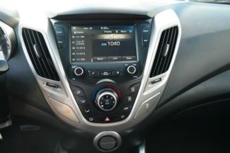 2017 Hyundai Veloster Hialeah, Florida 19