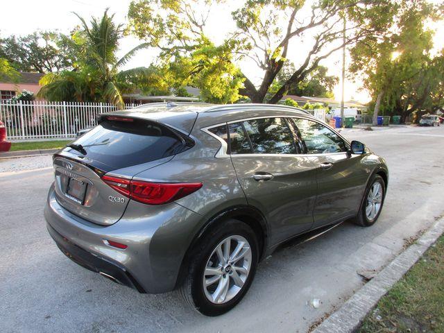 2017 Infiniti QX30 Premium Miami, Florida 7