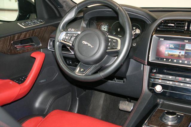2017 Jaguar F-PACE 35t R-Sport Houston, Texas 11