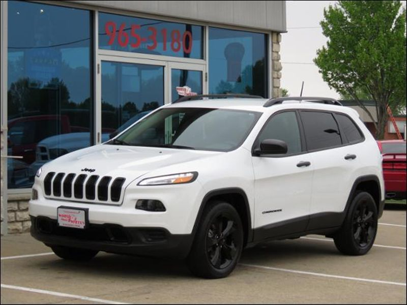 2017 Jeep Cherokee ALTITUDE Pkg ONLY 9600 MILES! in Ankeny IA