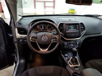 2017 Jeep Cherokee Latitude V6 AWD  Dickinson ND  AutoRama Auto Sales  in Dickinson, ND