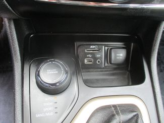 2017 Jeep Cherokee Latitude Farmington, MN 6