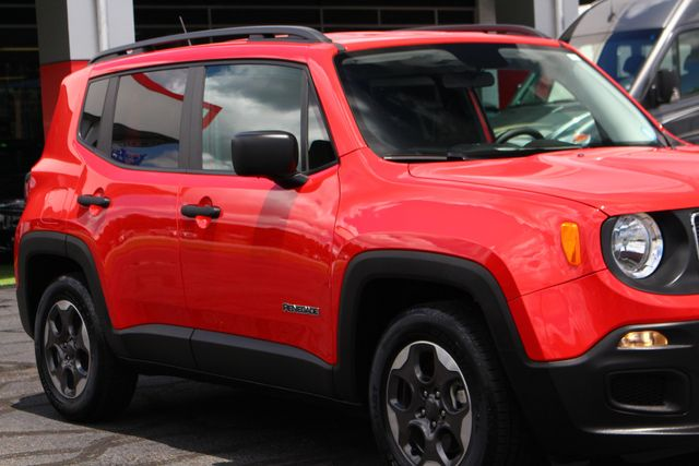 """2017 Jeep Renegade Sport FWD - SPORT APPEARANCE GROUP - 5"""" UCONNECT! Mooresville , NC 27"""