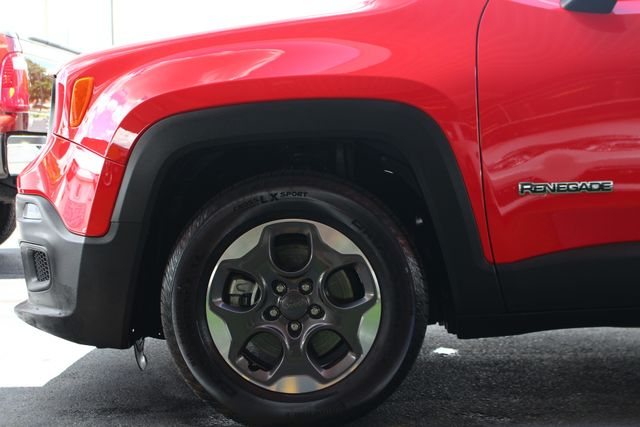 """2017 Jeep Renegade Sport FWD - SPORT APPEARANCE GROUP - 5"""" UCONNECT! Mooresville , NC 21"""
