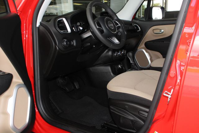 """2017 Jeep Renegade Sport FWD - SPORT APPEARANCE GROUP - 5"""" UCONNECT! Mooresville , NC 30"""