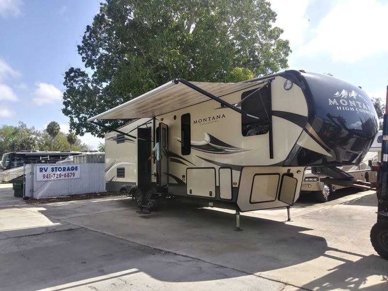 2017 Keystone Montana High Country HM 305RL  city FL  Manatee RV  in Palmetto, FL