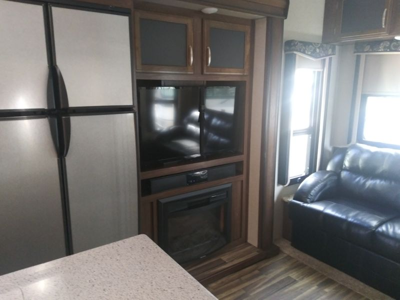 2017 Keystone Montana High Country HM 305RL  city FL  Manatee RV  in Palmetto, FL
