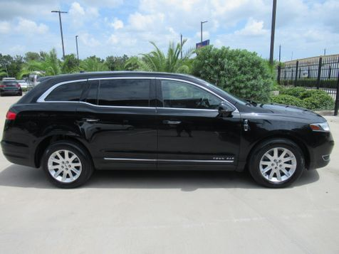 2017 Lincoln MKT Town Car AWD | Houston, TX | American Auto Centers in Houston, TX