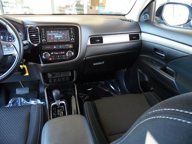 2017 Mitsubishi Outlander ES 3 ROW 4X4 in Bullhead City Arizona, 86442-6452
