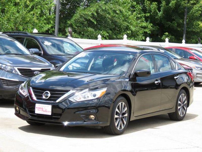 Black Nissan Altima >> 2017 Nissan Altima 2 5 Sv Super Black W Alloys Des Moines Ia 50023