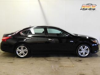 2017 Nissan Altima 3.5 SL in Cleveland , OH 44111