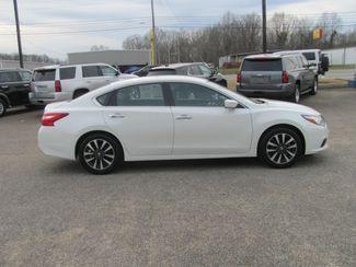 2017 Nissan Altima 2.5 SV Dickson, Tennessee 1