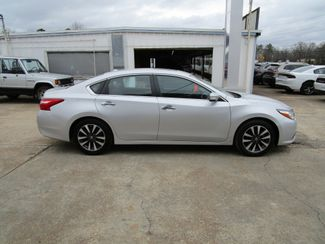 2017 Nissan Altima 2.5 SL Houston, Mississippi 3