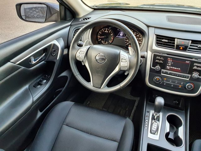 """2017 Nissan Altima 2.5 SR Sport Smart Key w/18"""" Alloys in Louisville, TN 37777"""