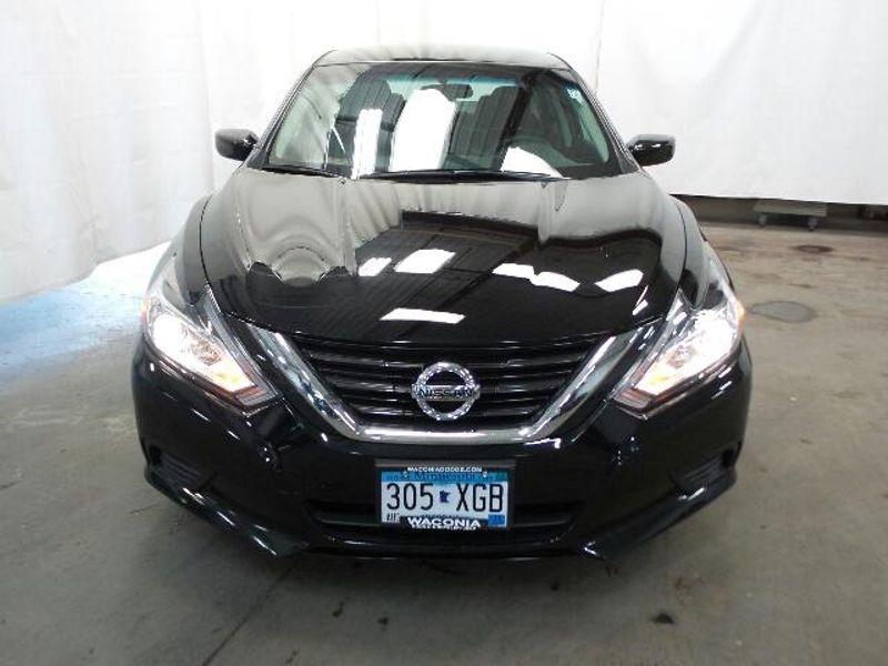 2017 Nissan Altima 25 S  in Victoria, MN