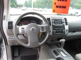 2017 Nissan Frontier SV V6 Crew Cab 4x4 Houston, Mississippi 11