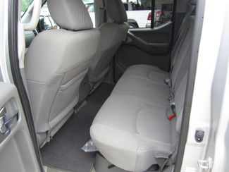 2017 Nissan Frontier SV V6 Crew Cab 4x4 Houston, Mississippi 8