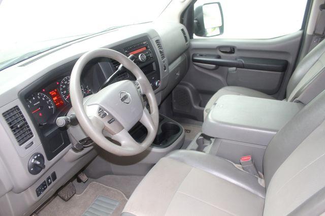 2017 Nissan NV Passenger SV Houston, Texas 20