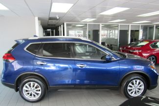 2017 Nissan Rogue SV Chicago, Illinois 3