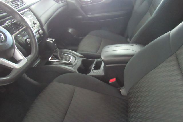 2017 Nissan Rogue SV Chicago, Illinois 19