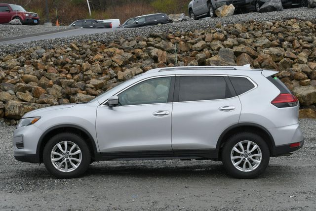 2017 Nissan Rogue SV Naugatuck, Connecticut 2