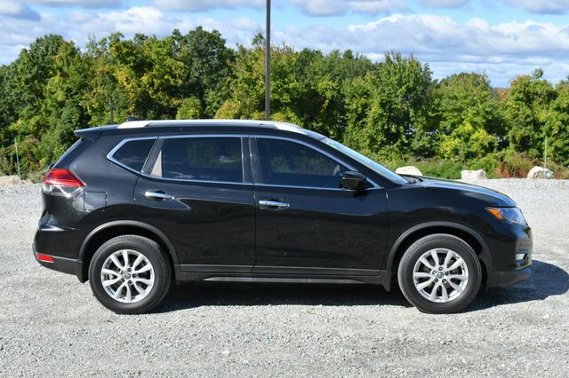 2017 Nissan Rogue SV Naugatuck, Connecticut 7