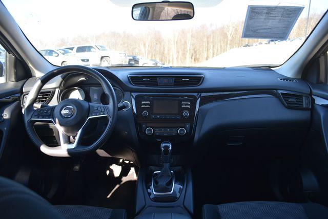 2017 Nissan Rogue Sport SV Naugatuck, Connecticut 17