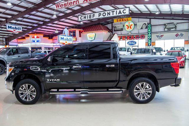 2017 Nissan Titan SL 4x4 in Addison, Texas 75001