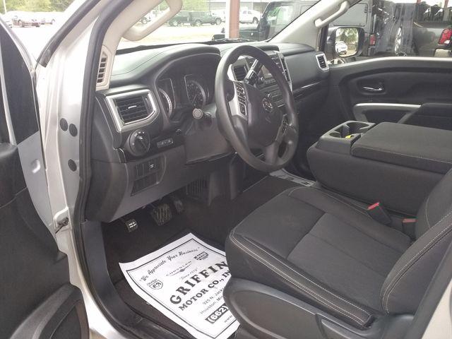 2017 Nissan Titan Crew Cab 4x4 SV Houston, Mississippi 10