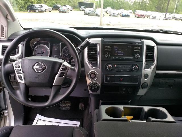 2017 Nissan Titan Crew Cab 4x4 SV Houston, Mississippi 9