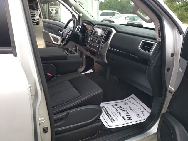 2017 Nissan Titan Crew Cab 4x4 SV Houston, Mississippi 11