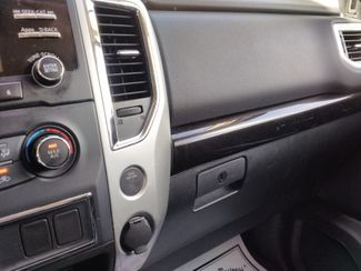 2017 Nissan Titan Crew Cab 4x4 SV Houston, Mississippi 17