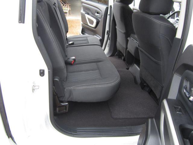 2017 Nissan Titan Crew Cab SV Houston, Mississippi 10