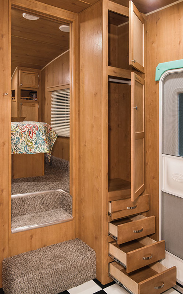2017 Riverside Rv White Water Retro 526BH Mandan, North Dakota 12
