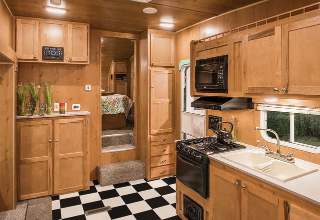 2017 Riverside Rv White Water Retro 526BH Mandan, North Dakota 9