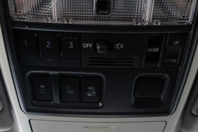 2017 Toyota 4Runner SR5 Premium 4X4 - NAV - SUNROOF - HEATED LEATHER! Mooresville , NC 38