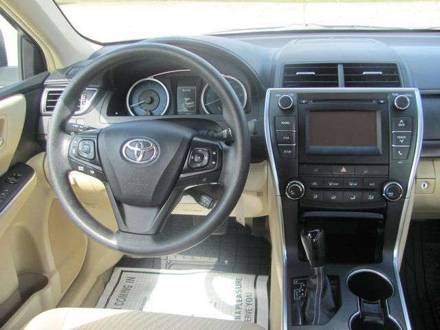 2017 Toyota Camry LE Dickson, Tennessee 6